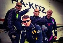 Hungarian CRW Team / A Hungarian CRW Team egy ejtőernyős bemutató csoport, mely 2010-ben alakult, és hivatása a kupola formaugrás bemutatása népszerűsítése.  www.kupolaformaugras.hu