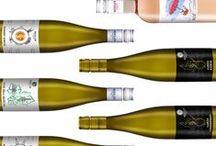 Geszler borok / Geszler Wines / A GESZLER CSALÁDI PINCÉSZET BORAI  Technológiánkról: A kiváló minőség érdekében kizárólag kézzel szedjük a termést. A szőlőfajtákra jellemző illatok és a hagyományos, kíméletes kézi szüretelés, a gyors feldolgozás a modern gépsoron, illetve fahordós érlelés eredményezi a Geszler Családi Pincészet jellegzetes, karakteres borait. Lokálpatrióta családként címkéink nagy részén Mór, a Móri Borvidék jelenik meg. Ismerjen meg minket jobban, szeretettel látjuk Móron!