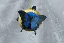 Butterfly / ☆Hand Made ☆   Decoupage effetto sospeso su medaglioni e foglia oro