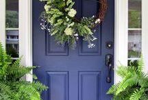 Verf je voordeur /Paint your frontdoor / Voordeuren geven karakter aan je woning.Doe hier inspiratie op voor het verven van je voordeur.