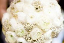 Wedding Flowers Inspiration! / Beautiful! / by Vonda Sarina
