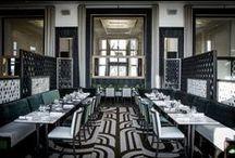 Le restaurant / Le mythique Café de l'Homme, totalement repensé par le tandem d'architectes d'intérieur Gilles & Boissier, reprend tous les codes du style Art déco typique des Années 30 qui caractérise le Palais de Chaillot.