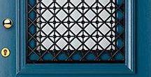 Verf je voordeur / De voordeur! Welke kleur past het beste bij jouw huis? Kies je voor mat, zijdeglans of hoogglans? Wij helpen je graag verder met de juiste kleur en het juiste advies. www.biggelaarverf.nl