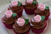 Pretty Cakes - Yum! / Who wouldn't want to eat a slice? Forget the diet lol :)