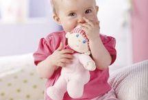 HABA Spielzeug aus Stoff / Besonders für unsere Kleinsten ein Hit! Das farbenfrohe, kuschelweiche Stoffspielzeug von HABA ist der beste Freund zum Kuscheln, Spielen und Liebhaben. Flauschig wird's hier: haba.de/stoffspielzeug