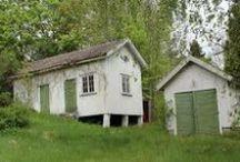 Gårdshus / Cottage's house! / På tomten till vårt drömhus står två andra byggnader. Ett av dem  tänkte vi göra om Till gårdshus  med bostad -Dels för att bo i under renovering.Därefter till besökande gäster! In the dreamhouse graden there is two other buildings. One is perfect for a guesthouse- Cottage's house!  / by LiiFern