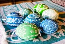 Polish Easter Eggs - Pisanki / About Pisanki, easter eggs made in Poland by polish folk artists from different regions. Big choice of decorations: batik, wax, scratched, taped by wycinanki (paper cuts/ cut-outs), painted etc