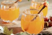 Smashing Pumpkin Cocktails / Are you CRAZY about pumpkin? Who isn't this time of year? Try some of these delicious pumpkin flavored cocktails. They are perfect for your next dinner party!