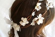 DIY Wedding Hair Accessories / Top off your bridal ensemble with these stunning DIY hair accessories. Whether they're for the bride or the bridesmaids, these diy headbands, DIY flower crown ideas, hair pins, and more, these darling accessories serve as gorgeous wedding inspiration.