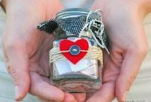 DIY Wedding Favors & Gifts / A wedding is an occasion that calls for lots of gift giving. These DIY wedding gifts and DIY wedding favors are sure to spread the love between you and your guests.