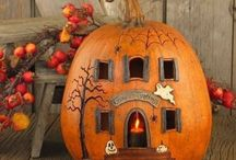 Hallowe'en / Hallowe'en decor and costumes