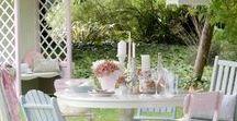 Sitzplätze im Garten / Gastlichkeit im Garten, Essen im Garten, der gedeckte Gartentisch