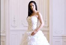 Esküvői ruhák / Esküvői ruhák értékesítése Esküvői ruhák kölcsönzése Esküvői ruha outlet Esküvői ruhák értékesítése bizományból Esküvői ruhák bizományba vétele Szalagavatós ruhák értékesítése, kölcsönzése Színes ruhák értékesítése, kölcsönzése Esküvői kiegészítők értékesítése, kölcsönzése Alkalmi ruhák értékesítése, kölcsönzése