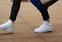 Sneaker chic / To walk