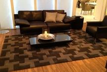 Teppiche - Rugs / Teppiche sind heute mehr denn je ein Kernlement der Inneneinrichtung. Sie runden ein Ambiente ideal ab und bringen stilvolle Möbel wunderbar zur Geltung.