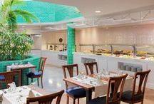 Hotel H10 Playa Esmeralda en Fuerteventura / Este fantástico hotel ha utilizado nuestros azulejos artesanos en  diferentes estancias. Turquesa para el restaurante, piscina y gimnasio, dorado envejecido para el baño y un maravilloso mural pintado a mano para la entrada.