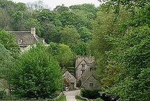 ✠ UK * England Cotswolds / The Cotswolds lie in southwestern and west-central England. The area is characterised by attractive small towns and villages built of the underlying Cotswold limestone. The town of Chipping Campden is notable for being the home of the Arts and Crafts Movement.