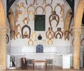 Horseshoes / Each peer of the realm has to present a horseshoe to the Lord of the manor of Oakham castle