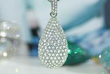 Crystal drop / Look at variations of this fashionable pendant and choose yours.