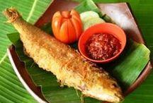 Ikan / Bagi para pecinta seafood disini tempat yang paling cocok soalnya ada beragama olahan ikan yang super enak.