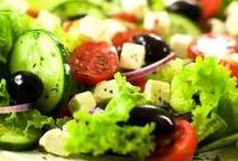 Salad / Berikut ini ada panduan cara bikin salad sayur maupun buah yang sangat baik untuk kesehatan tubuh kita.