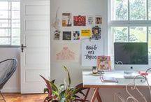 Escritório | Home Office / Trabalhar em casa pode ser uma delícia, mas o espaço precisa estar bem preparado para descomplicar a rotina e estimular a criatividade. Aqui separamos ambientes que são uma inspiração só. Acompanhe...