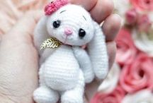Amigurumi / Let yourself inspire by the small, stuffed yarn creatures of the Japanese art of crocheting.