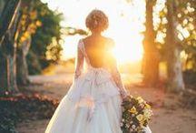Robes / Quand on pense au mariage, la première chose qui nous vient à l'esprit c'est : LA ROBE ! Qu'elle soit blanche ou colorée, toute en dentelles ou en soie, il en faut pour tous les goûts.