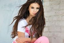 ♡ⓢⓔⓛⓔⓝⓐ♡ / Selena is also AMAZING (like ariana) she is beautiful but still changingIts ok we love her anyway