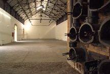 Αίθουσα Νέοι φούρνοι (Δ7) - New retorts / Ο βιομηχανικός χώρος, διατίθεται για εικαστικές εκθέσεις (video-art, ζωγραφικής, φωτογραφίας, γλυπτικής, χαρακτικής), παιδικές εκδηλώσεις καθώς και μουσικές παραστάσεις.