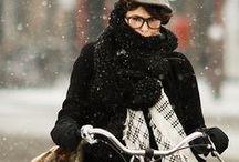 TALVINAISEN VAATTEET & ASUSTEET / Kuvien henkilöt eivät välttämättä edusta värivuodenaikaa talvi, mutta heidän vaatteensa ovat talven sävypaletista.