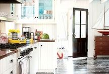 Beach & Lake Homes / Homes that have taken their decorating cues from living near water