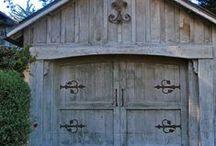 Garage Door Collection / Collection of garage doors from around the web.