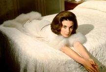 Jean Simmons / One of my favourite British silver screen actresses. So beautiful. Loved her too later on in The Thorn Birds & North and South! / by Soosie Ryder