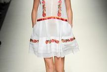 Spring Summer 2014 Trend / On the Catwalks, Spring is back with many floral prints extremely feminine!