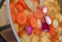 SUPPE - frisch gekocht! / Die Zutaten geben Geschmack...