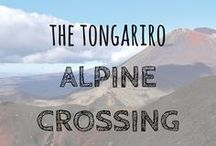 The Tongariro Alpine Crossing, New Zealand / One of the most stunning treks you can do is the Tongariro Alpine Crossing in New Zealand. Tongariro Alpine Crossing | Mount Doom | New Zealand Trekking | Best one-day hikes #tongariro #mtdoom #nztrekking