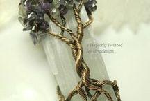 Drzewa- różne tworzywo- biżuteia, hafty, filc