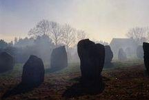 Néolithique (-5 000 à -2 500 av J-C) / *Néolithique ancien (-5000): Céramique Rubanée (France septentrionale et Céramique Cardiale (Provence-Languedoc) - *Néolithique moyen ou CHASSEEN (-4 200 à -3 000) - Le néolithique correspond à des cultures définies par les céramiques. Mégalithisme.