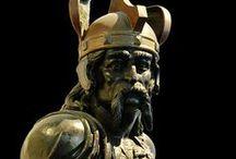 Brennos -390 av J-C  (IV°s) Chef Senon / Ne pas confondre avec Brennos (III°s). Brennos ou Bruennus: naissance dans l'actuelle Yonne vers Agedincum (Sens). Décès: nord de l'Italie. Origine: Celte, Sénon. Conflit: raids en Italie, chef de guerre gaulois. Faits d'arme: siège de Clusium, bataille de l'Allia, sac de Rome (-390).