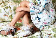 Floral Prints / Wanneer de eerste warme zonnestralen het voorjaar inluiden, laten ook de mooiste bloemen zich zien. Zowel in tuin en de natuur als op de meest zwierige stoffen. Van prints met grote rozen tot subtiele madeliefjes, aan alles kun je merken dat de natuur ontluikt!  Heb jij ook zin om de bloemetjes buiten te zetten? Kijk dan op dit bord voor inspiratie.  / by Dresses Only