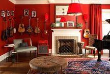 Красный цвет в интерьере   Red color in interior / Красный цвет — один из самых ярких цветов в палитре красок.  Красный хорошо смотрится как в виде оформления стен, так и в виде отдельного декоративного элемента. При использовании красного в интерьере важно сочетать его с другими цветами, чтобы разбавить агрессивную цветовую гамму.