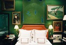 Зеленый цвет в интерьере   Green color in interior / Зеленый – один из самых приятных цветов для интерьера. Он универсальный и многогранный.  Зеленый цвет обладает удивительной способностью положительно воздействовать на человека. В зависимости от оттенка он воспринимается успокаивающим или, наоборот, бодрящим.