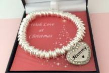 Christmas 2015 Jewellery Gifts / Jewellery Gifts with a Christmas theme for Mums, Sisters, Aunties, Daughter, Nanny's and other special ladies who deserve a thoughtful gift at Christmas.