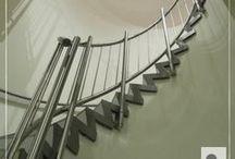 Spil balustrades en trapleuningen / Naast gewone RVS balustrades en trapleuningen kunnen wij ook prachtige RVS spil balustrades en muurleuningen produceren. Volledig op maat voor uw trap. Daarnaast kunnen wij middels RVS 'voetjes' ook uw treden verstevigen, een probleem wat veel voorkomt bij deze soort trappen. Voor meer informatie neem contact op!