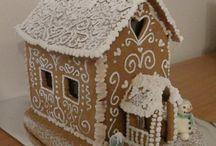 Gingerbread House Inspiration / Pattern and instructions from here: http://www.kinuskikissa.fi/pakkasukon-piparkakkutalo/ Beautifully decorated gingerbread house here: http://paapii-blogi.blogspot.fi/2009/11/piparkakkutalo_26.html