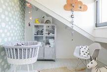 Baby's Nursery  ||  babykamer / De babykamer, het allereerste kamertje waarin je baby'tje zal slapen en dat met heel veel liefde gemaakt is. Kleine Pom heeft de mooiste kwaliteit beddengoed voor het wiegje en het ledikant. Maak het kamertje af met een van de lieve accessoires, knuffeltjes of posters