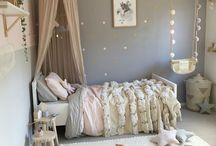 Kids Room pink & grey / Pink & Grey are a perfect match for a girls room. Love this combination for the interior, it's sweet & strong