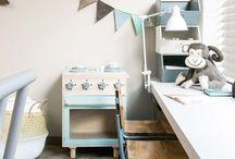 Kids desks || bureau kinderkamer / Een plek waar je kind kan tekenen, knutselen of werkjes kan maken.