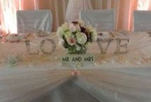 Arrow & Sign Hire / Wedding sign hire.   #weddingsign #weddinghire #vintageweddinghire #weddinghireherts #weddinghirebeds #stylishwedding #londonweddinghire #bespokeweddings #lovesign
